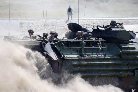 Санкції проти РФ та 300 млн для України. Трамп пообіцяв негайно підписати оборонний бюджет США
