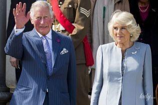 У красивому блакитному пальті: герцогиня Корнуольська з чоловіком приїхала до Північної Ірландії