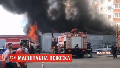 Масштабна пожежа сталась у центрі Хмельницького