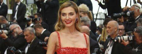 В алом платье на красную дорожку: известная украинская модель блистала в Каннах