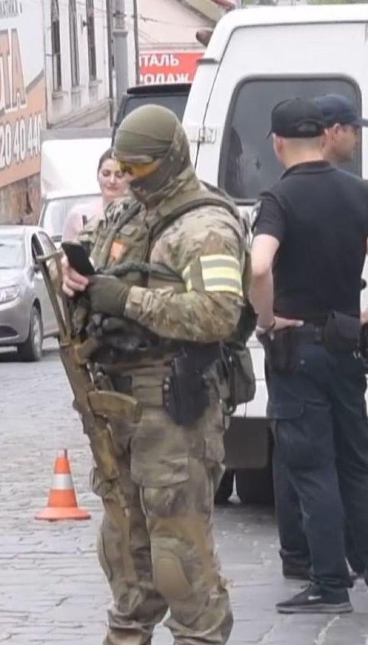 У Чернівцях затримали групу серійних квартирних крадіїв