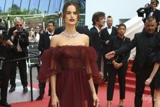 У романтичному вбранні та в сукні і без трусів: два світських виходи Ізабель Гулар