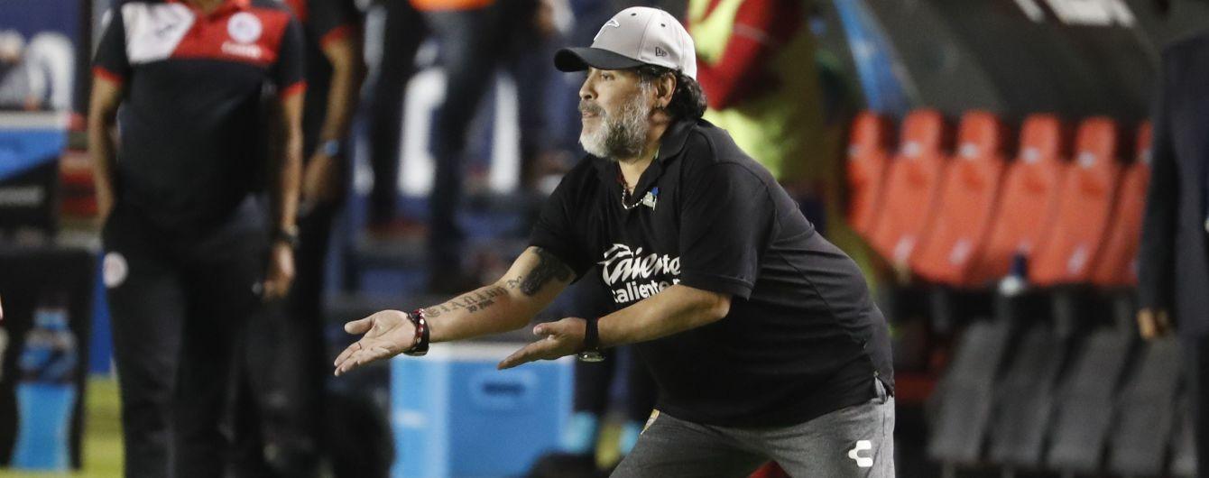 Марадона вляпался в скандал с задержанием в аэропорту Буэнос-Айреса