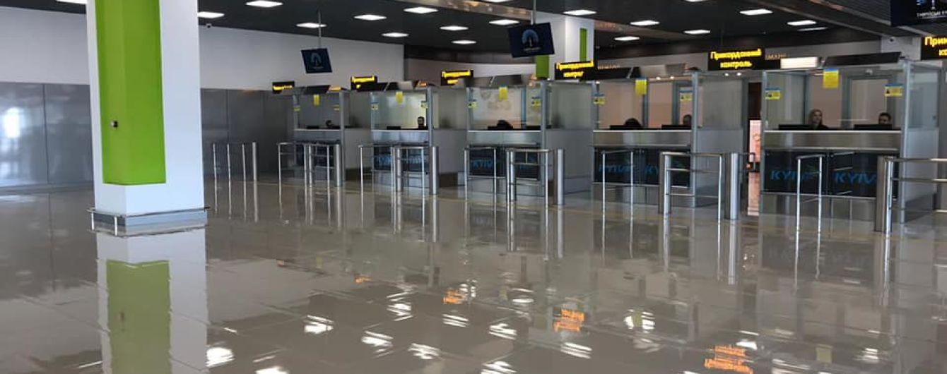 """В аэропорту """"Киев"""" открыли расширенный терминал с большим паркингом"""
