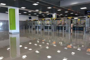 """В аеропорту """"Київ"""" відкрили розширений термінал із великим паркінгом"""