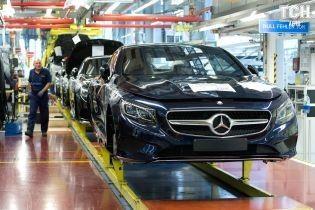 """Mercedes оштрафовали почти на миллиард долларов за """"халатность"""""""