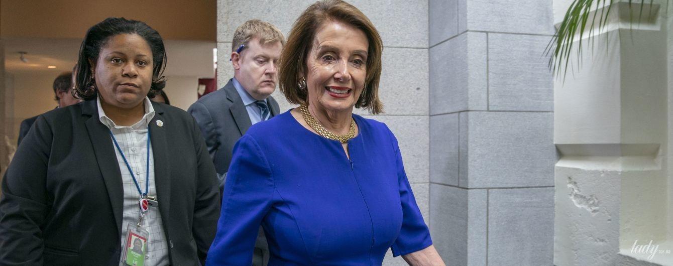 У сукні з діркою і слідами тонального крему: відомий політик США на зустрічі з демократами