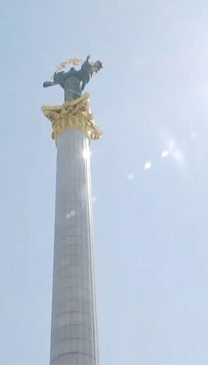 В центре столицы начинают чистку монумента Независимости