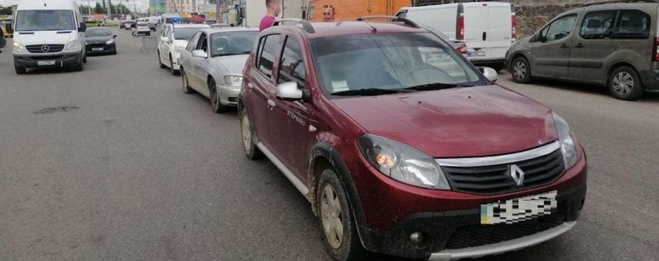 В Виннице ловили водителя, который пьяный и без прав спровоцировал аварию