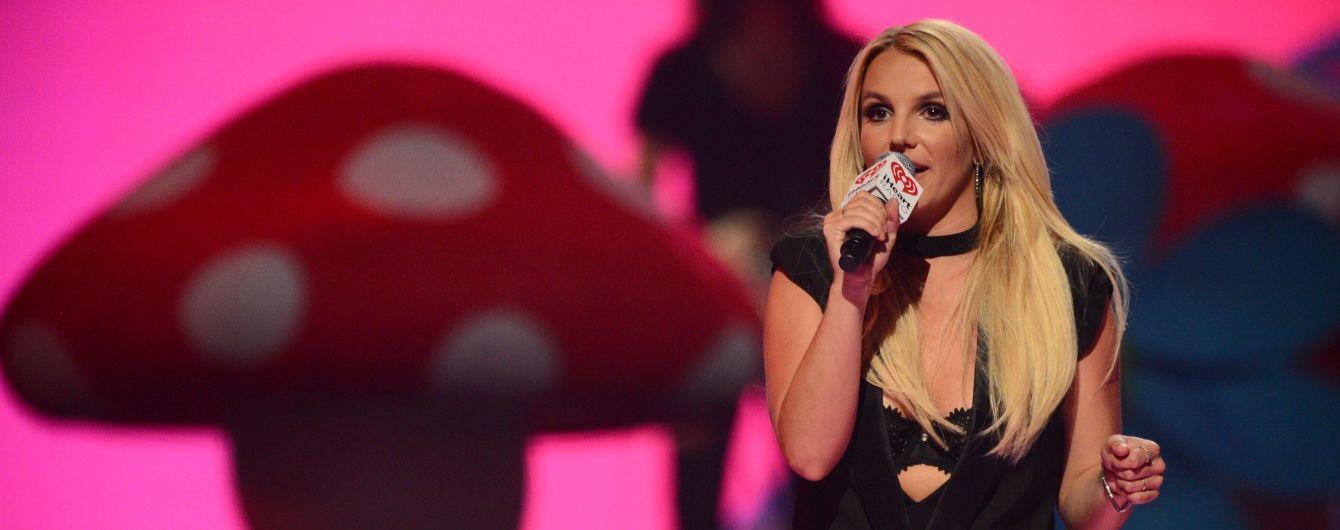 Батько Брітні Спірс хоче продовжити опікунство над співачкою – ЗМІ