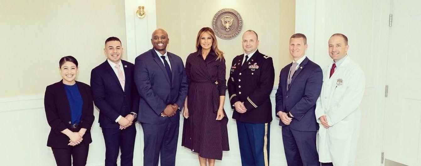 Как всегда, элегантная: Мелания Трамп навестила военнослужащих в госпитале