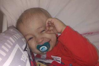 Потрібна допомога: нирку крихітного Максима атакував рак