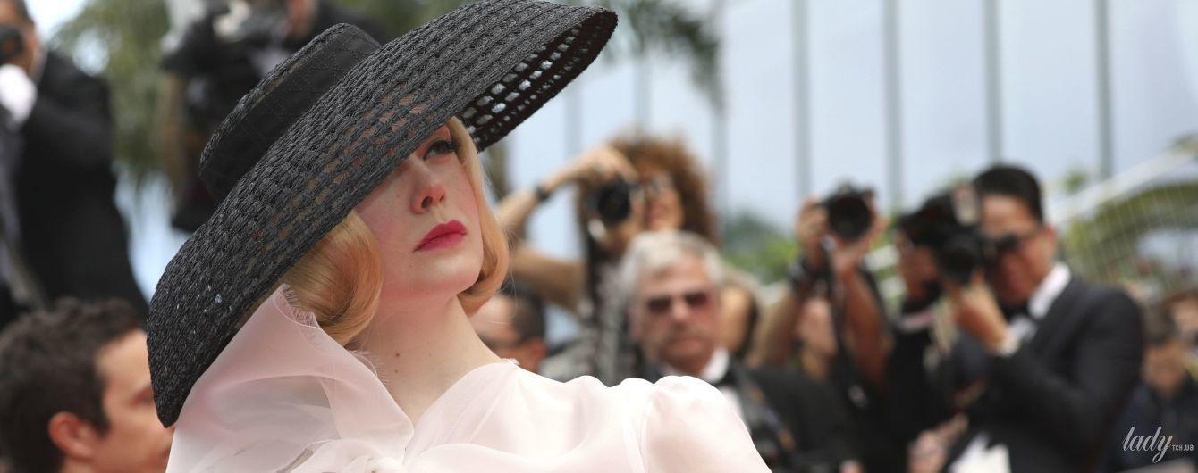Снова светит бельем: Эль Фэннинг в наряде Christian Dior на красной дорожке Канн