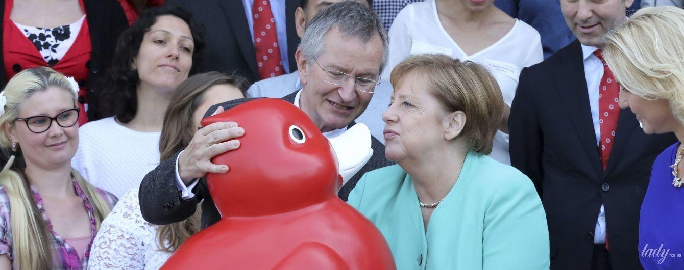 Це дуже кумедно: Ангела Меркель зробила дакфейс