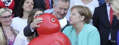 Это очень забавно: Ангела Меркель сделала дакфейс