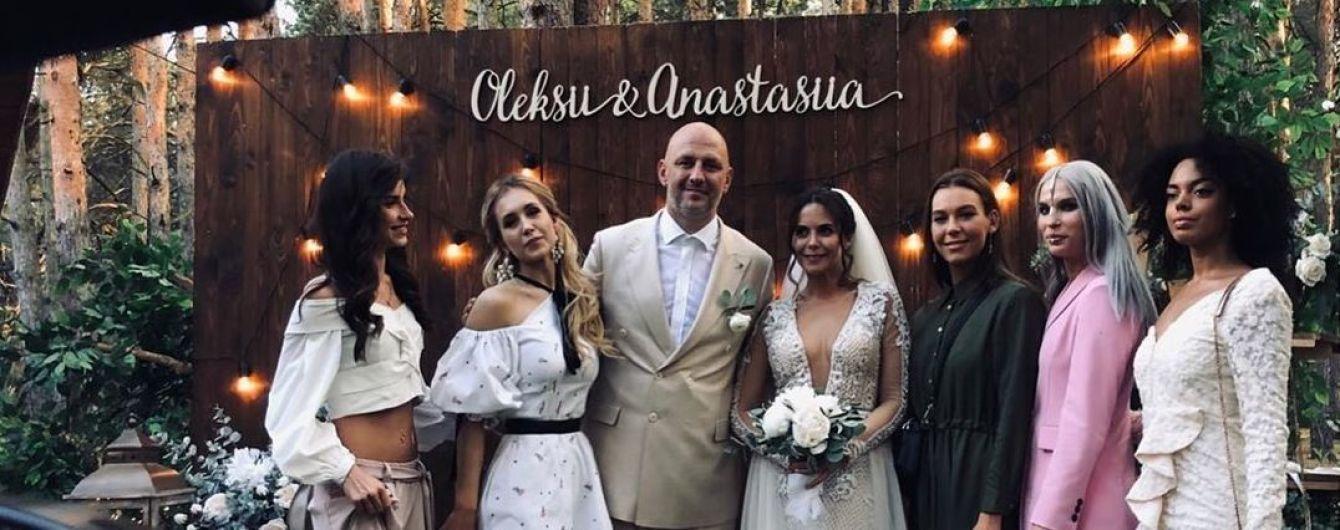 Свадьба Потапа и Насти в фото и видео: чувственные поцелуи у алтаря и совместный танец