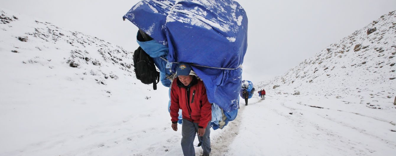 Двоє альпіністів загинули через аномально велику чергу на Еверест