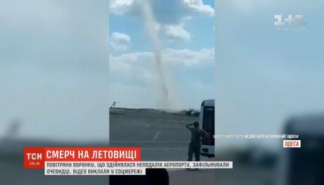 Поблизу аеропорту в Одесі пронісся смерч: свідки зафільмували явище