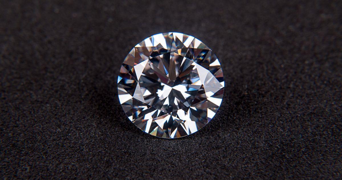 Пара намагалась у спідньому завезти діамантів на 15 мільйонів гривень до України