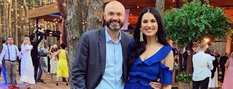 Чтоб не затмить невесту: Маша Ефросинина ушила декольте в платье, в котором блистала на свадьбе Каменских и Потапа