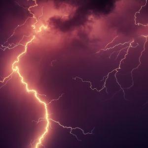 В США молния попала в поле для гольфа во время игры