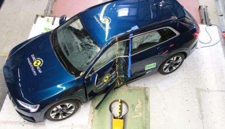 Нещадний краш-тест електрокросовера Audi e-tron показали на відео