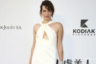 Не найкращий вибір: Міла Йовович одягла на каннську вечірку незвичайного крою сукню