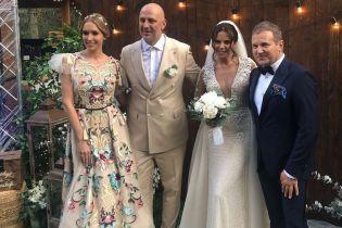 У сукні з китицями і з квітковою аплікацією: образ Каті Осадчої на весіллі Каменських і Потапа