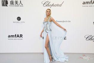Дуже худа і в розкішній  сукні: Стелла Максвелл на вечірці в Каннах