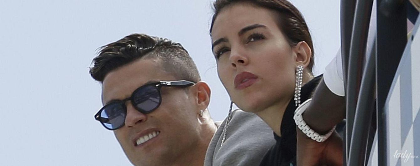 Декольте не светит, зато с сумкой Birkin: Джорджина Родригес вместе с Криштиану Роналду приехала в Монако