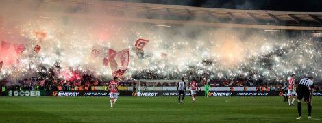 """Перфоманс недели. В Сербии фанаты """"зажгли"""" стадион и устроили дымовую завесу во время финала Кубка"""