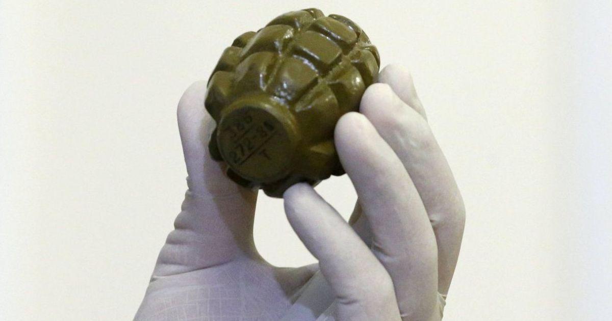 В Одесі біля воріт заводу шампанських вин залишили коробку з бомбою і гранатою: саморобний муляж