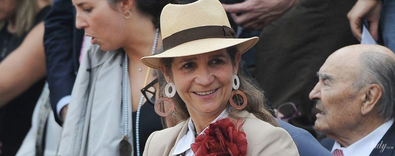 С пышным цветком на груди: испанская принцесса Елена сходила на корриду