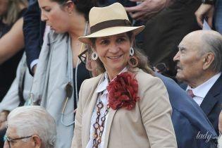 З пишною квіткою на грудях: іспанська принцеса Олена сходила на кориду