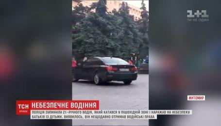 В Житомире полиция остановила водителя, который гонял по тротуарам на своем БМВ