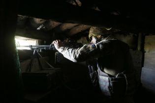 На Донбассе боевики обстреляли украинские позиции из гранатометов и ранили бойца