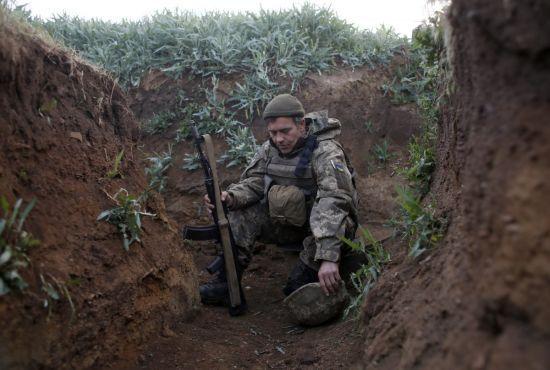Терористи чотири рази відкривали вогонь: боєць ООС загинув, ще один поранений