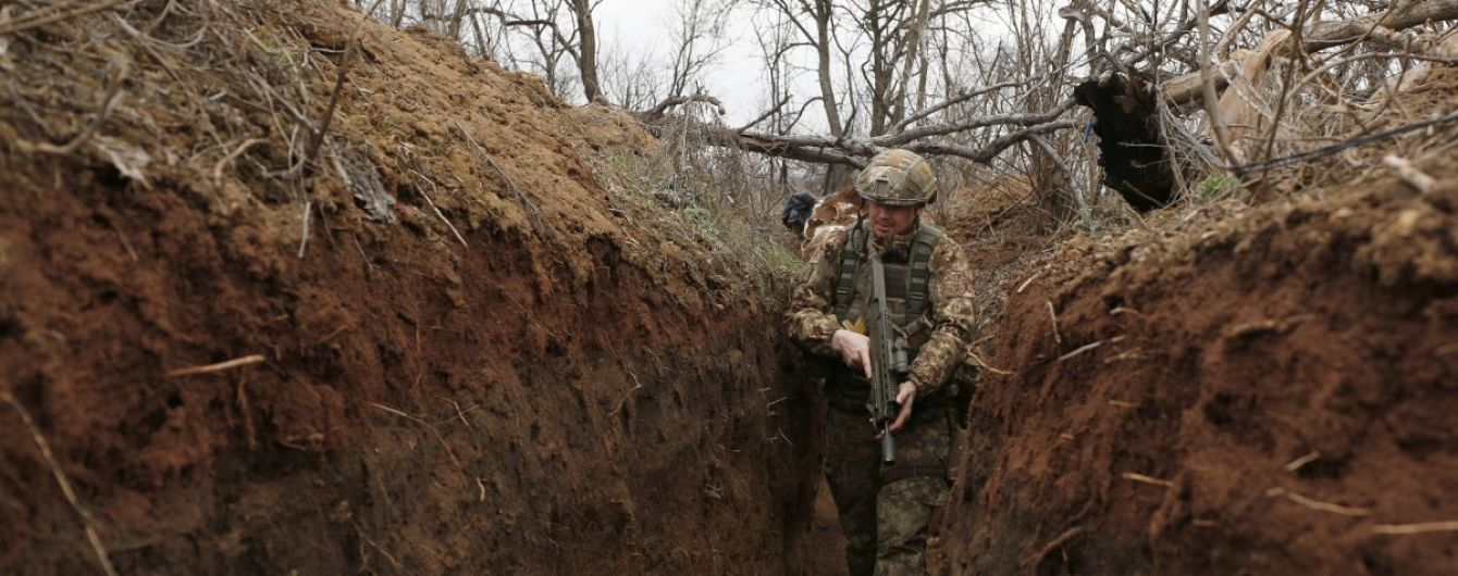 Боевики 24 раза нарушили режим тишины: боец ООС погиб, еще трое ранены