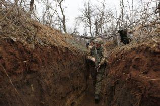 Террористы на Донбассе 12 раз открывали огонь: боец ООС погиб, еще один ранен