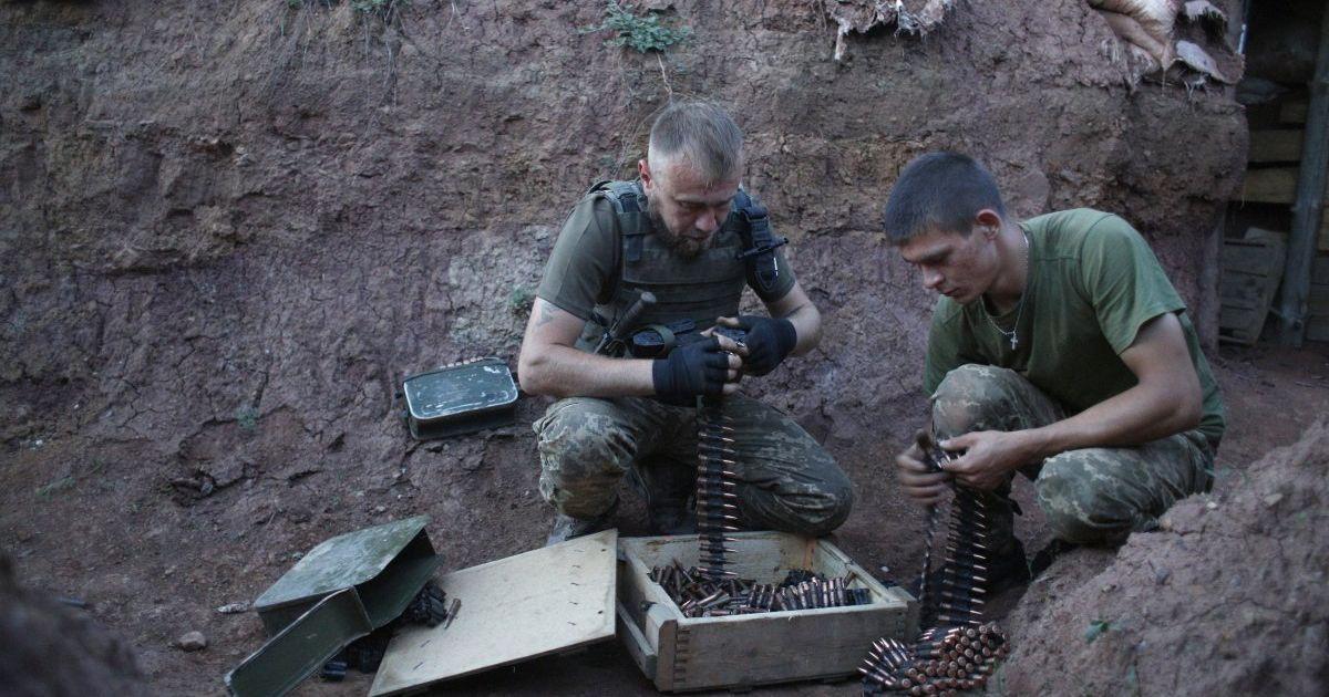 Террористы на Донбассе стреляют из запрещенного оружия, боец ООС ранен