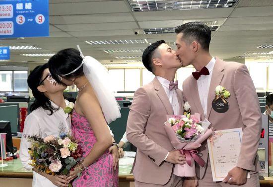 На Тайвані півтисячі пар одружилися у перший день легалізації одностатевих шлюбів
