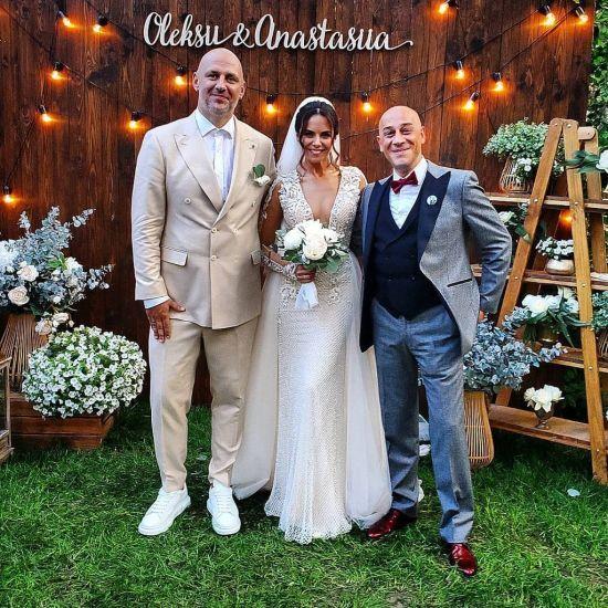 Після весілля Каменських та Потап вирушили у подорож на власному літаку