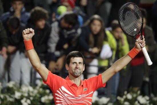 Джокович пробив м'ячем підлогу на Roland Garros і перепросив за свою витівку