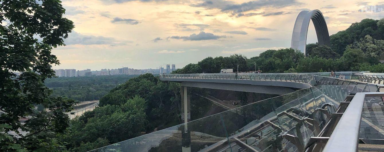 В Киеве ко дню города открыли пешеходно-велосипедный мост