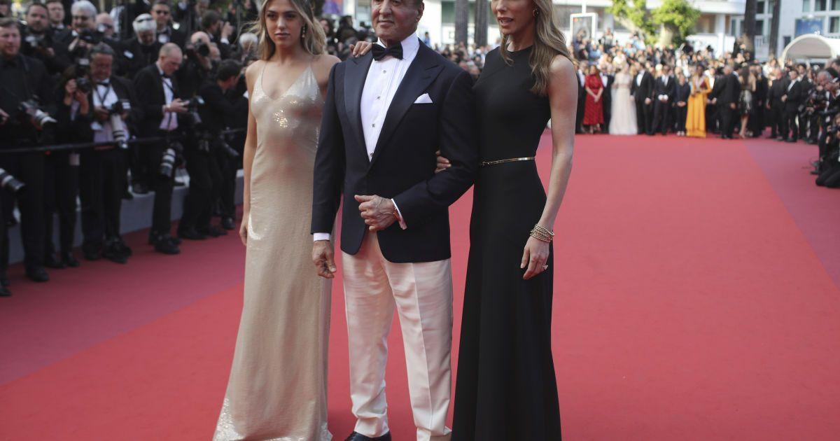 Сильвестр Сталлоне з дочкою та дружиною @ Associated Press