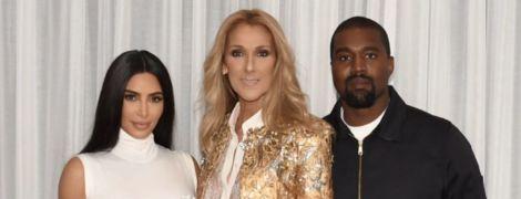 Ким Кардашян в белом сияющем комбинезоне вместе с мужем посетила концерт Селин Дион