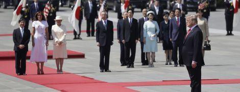Трамп першим з іноземних лідерів зустрівся з новим імператором Японії