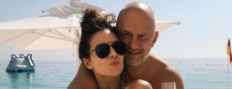 Медовый месяц: Настя Каменских показала красочные снимки в бикини и в объятиях мужа