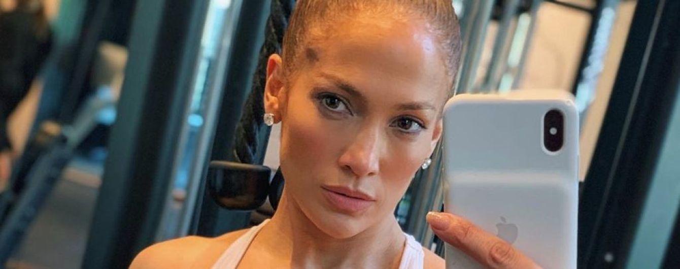 """Вот это """"кубики"""": Дженнифер Лопес сделала селфи в спортзале"""