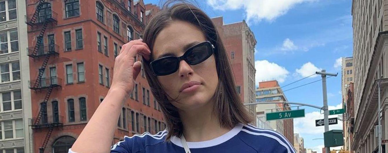 В спортивном мини-платье: модель plus-size Эшли Грэм на прогулке по Нью-Йорку